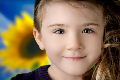 Porträt von Mädchen mit Blumen