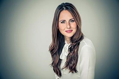 Gelungenes Profilbild einer attraktiver junger Frau