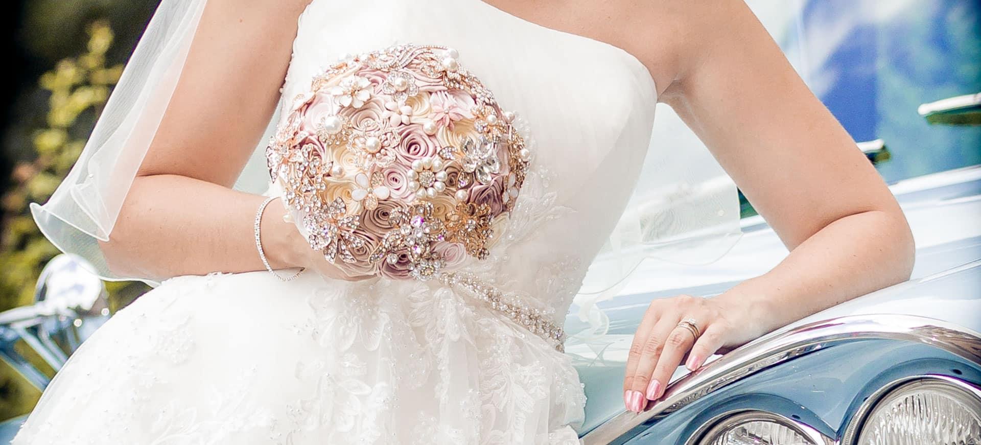 Elegantes Brautfoto mit Blumenstrauss