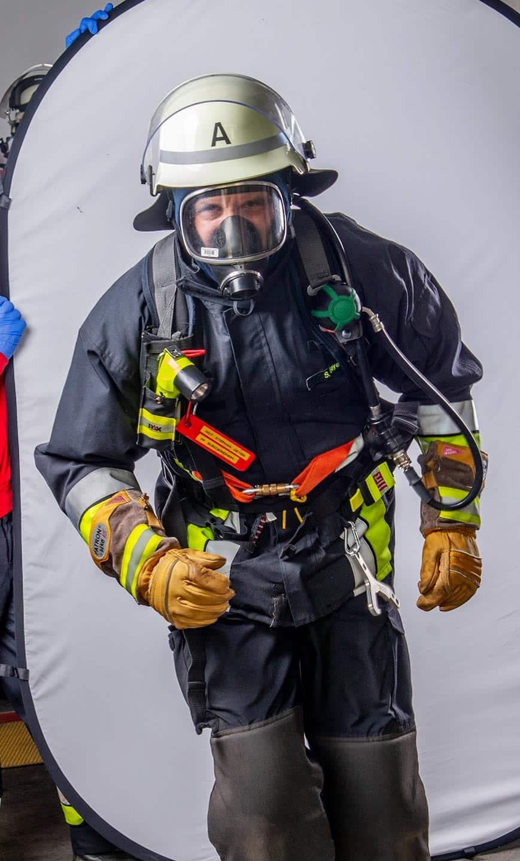 Feuerwehrmann vor Retuschen und Freistellen