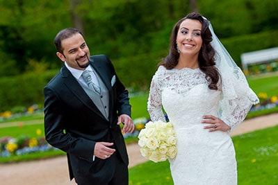 Hochzeitsschnapschuß draußen im Grünen